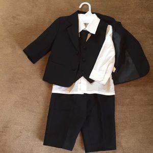 Tuxedo Black & White 24 Months